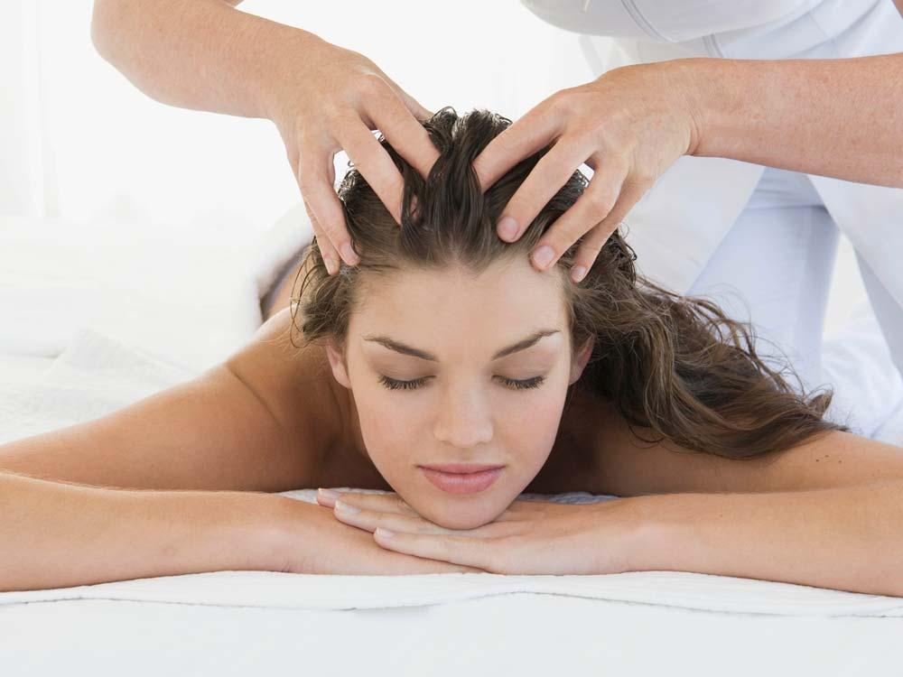 Медицинский массаж волосистой части головы