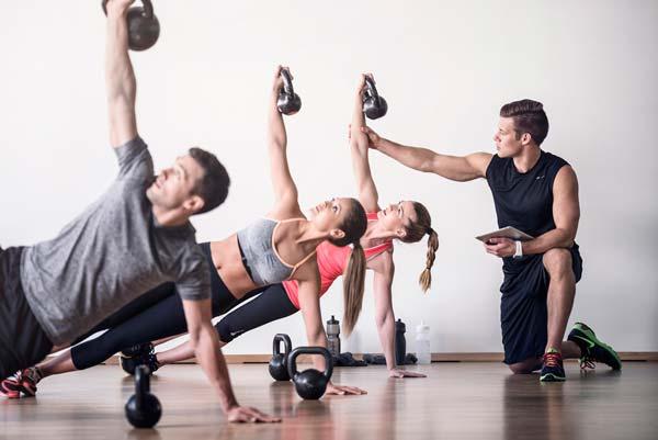 Почему групповой фитнес лучше занятий в тренажерном зале