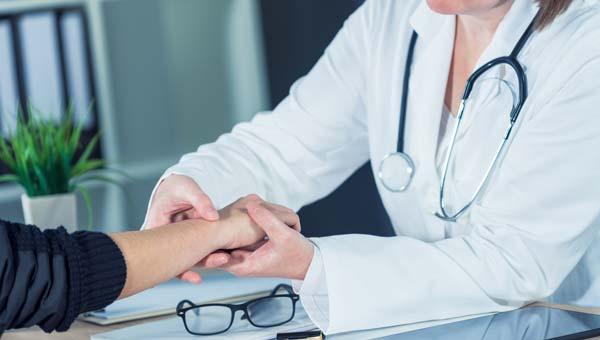 Как проходит первичный осмотр врача